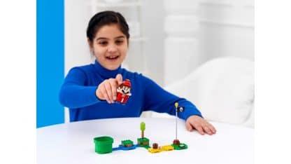 LEGO 71371 Propeller Mario Power-Up Pack - ילדה משחקת
