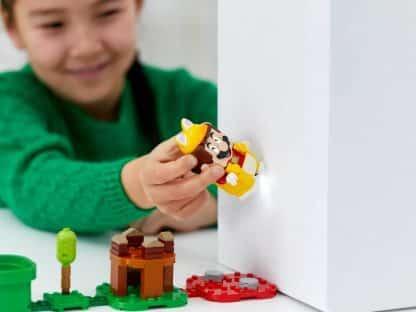 LEGO 71372 Cat Mario Power-Up Pack - ילדה משחקת