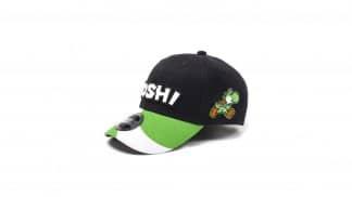כובע יושי בצבעים, שחור ירוק ולבן עם לוגו רקום.