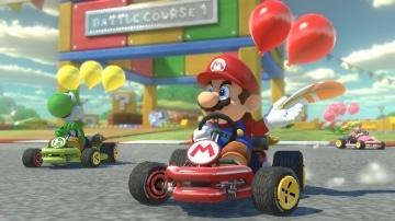 משחק Mario Kart 8 Deluxe לנינטנדו סוויץ' - מריו ויושי בקרב בלונים