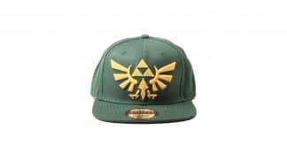 כובע ירוק עם Triforce רקום.