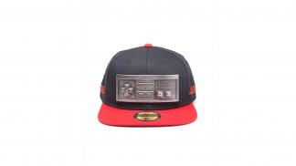 כובע מצחייה עם הדפס של בקר NES