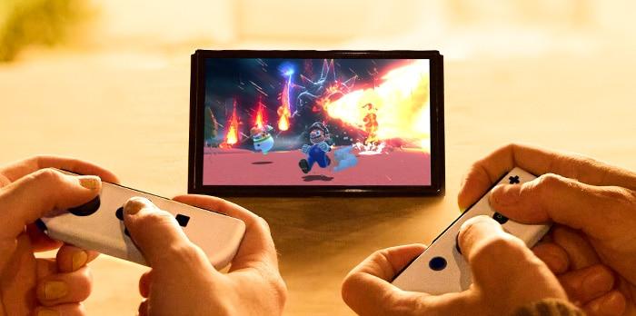 אנשים משחקים ב Nintendo Switch OLED