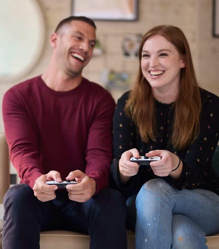 זוג משחק ב Nintendo Switch OLED