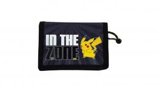 ארנק שחור מסדרת 'In The Zone' של פוקימון עם איור של הפוקימון פיקאצ'ו.